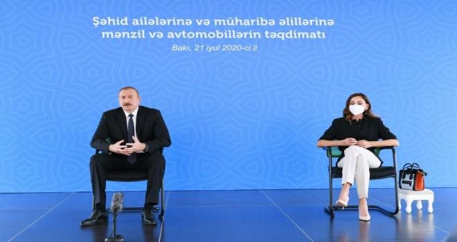 İlham Əliyev və xanımı Mehriban Əliyeva təqdimat mərasimində iştirak edib (FOTO)
