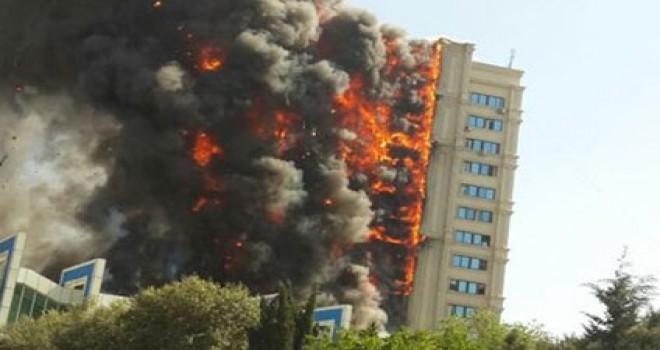 Bakıda bina yandı!!! 5 il keçdi...