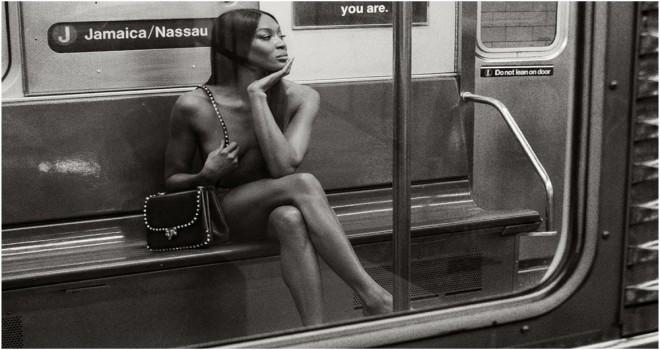 Metroda çılpaq fotosessiya etdirdi-18+