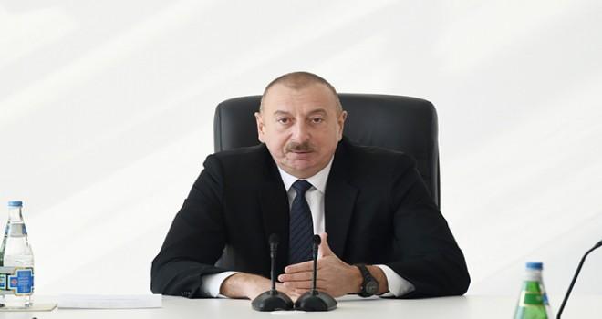 """""""Bizdə məsafə saxlayan var?""""- Prezident"""