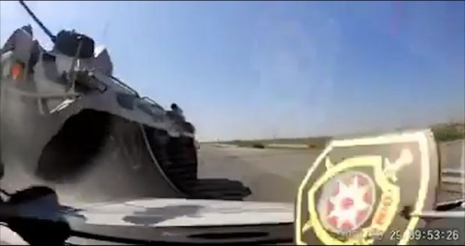 Azərbaycanda zirehli transportyor (ZTR) qəza törədib - VİDEO