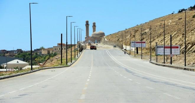 Bibiheybət məscidi istiqamətində olan hissədə AAY Dövlət Agentliyi tərəfindən aparılan tikinti-bərpa işləri yekunlaşır.