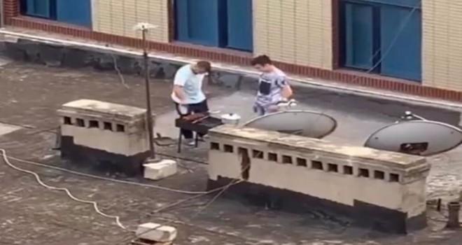 Binanın damında kabab bişirənlərlə bağlı RƏSMİ AÇIQLAMA