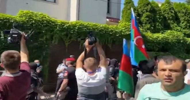 Azərbaycanlılar Moldovanın paytaxtında Ermənistan səfirliyinin qarşısında aksiya keçirib